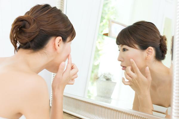乾燥は洗顔方法と○○で決まる!肌荒れに繋がる意外な理由とは