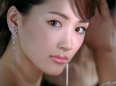 """""""綾瀬はるか""""の肌って綺麗すぎない!?美肌をつくる驚きのメイク法とは"""